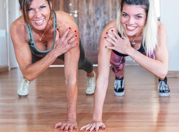 Cristina Barcala ejecutando técnica de entrenamiento fitness