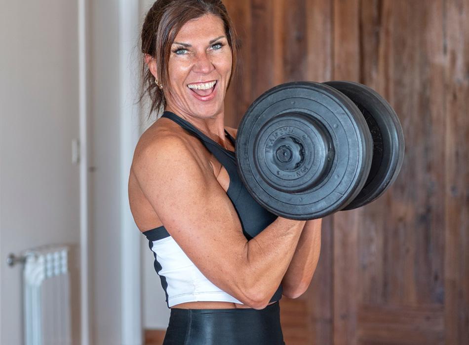Cristina Barcala ejecutando un ejercicio fitness